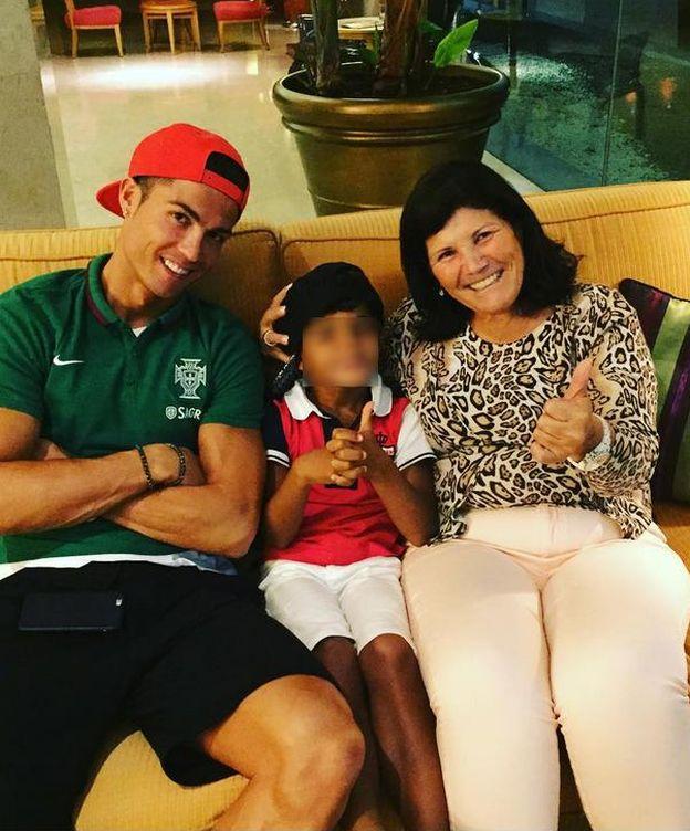Foto: Dolores Aveiro junto a su hijo y su nieto (Instagram)