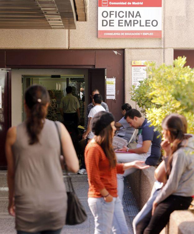 Foto: Imagen de archivo de una oficina de empleo. (EFE)