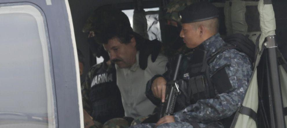 Foto: Joaquín 'El Chapo' Guzman en el interior de un helicóptero de la Policía Federal tras su captura (Reuters).