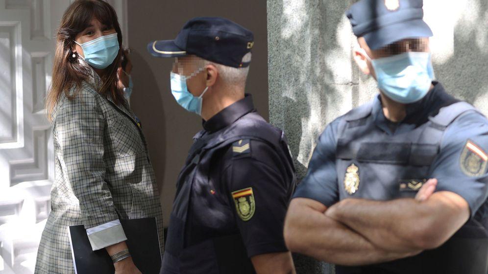 Foto: La diputada de JxCat Laura Borrás (i) a su llegada al Tribunal Supremo. (EFE)