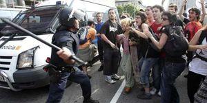 Puig culpa a los indignados de las cargas policiales en Barcelona