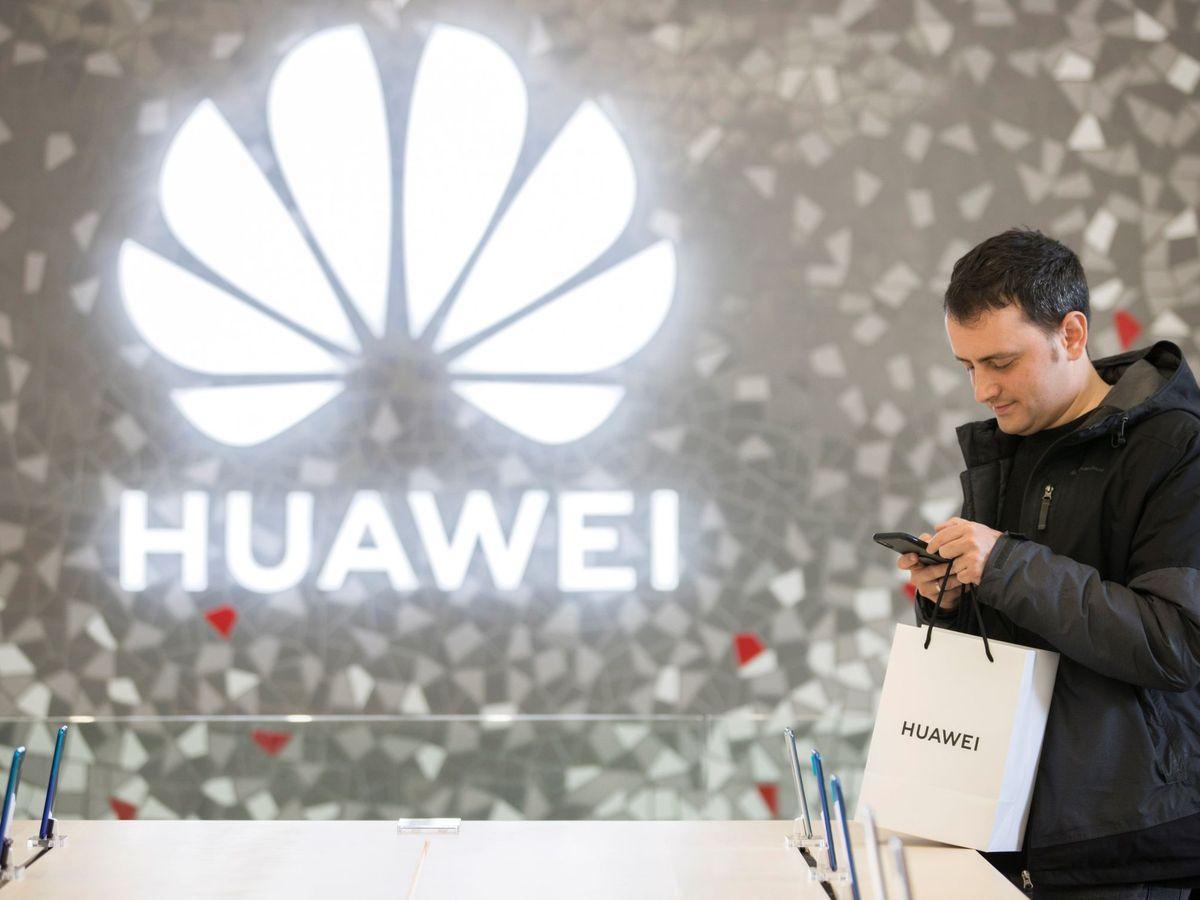 Foto: Tienda de Huawei en Barcelona. (EFE)