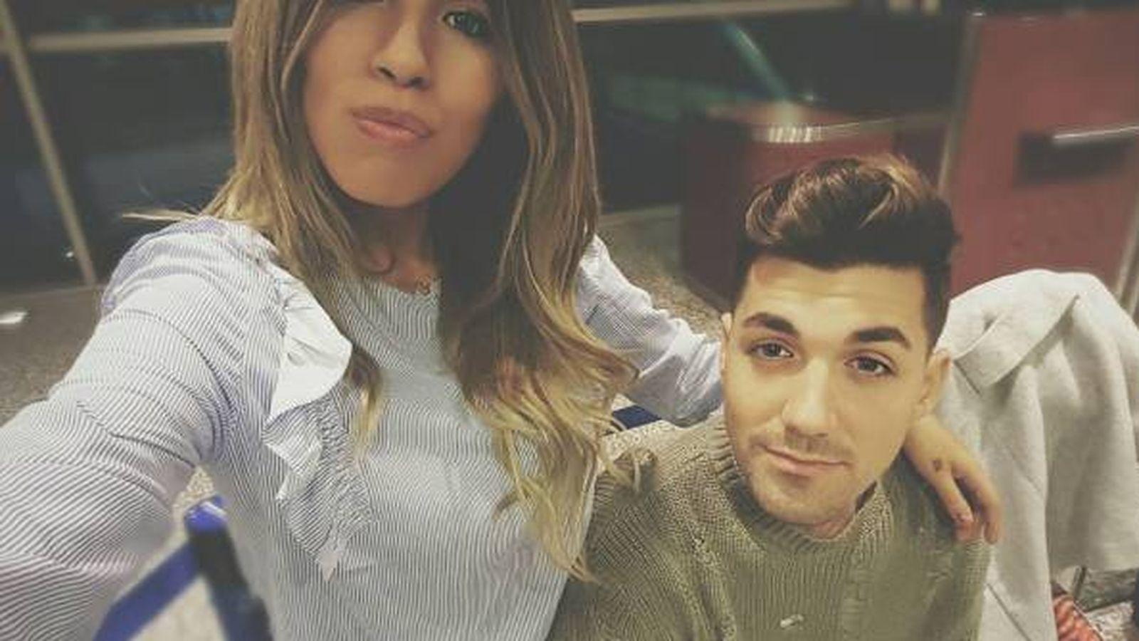Foto: Chabelita y Alejandro en el aeropuerto (Instagram de Albalá)