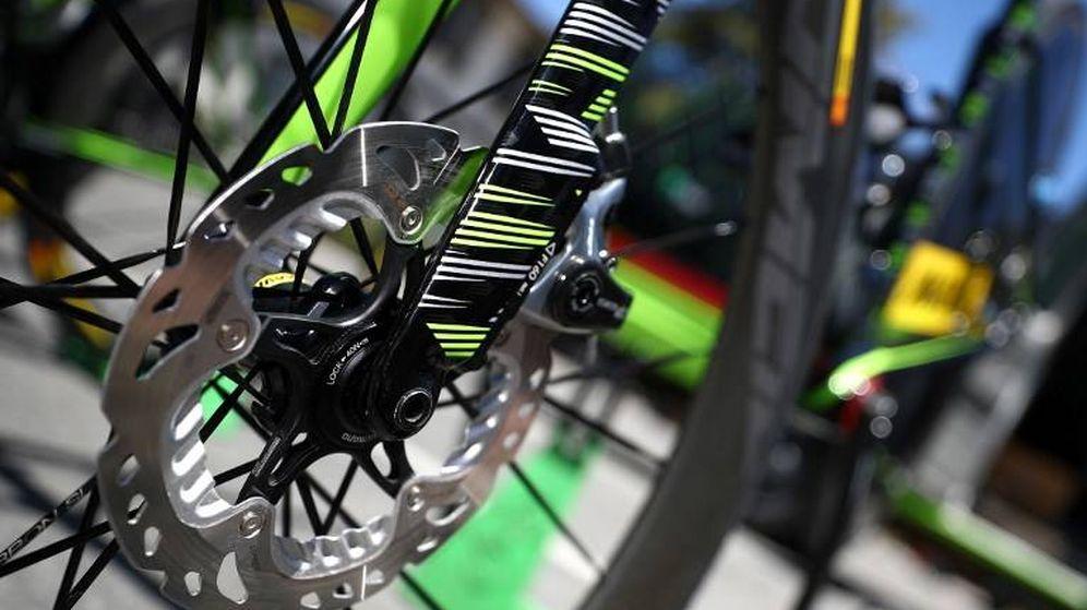 Foto: Imagen de una de las bicicletas del Cannondale-Drapac, equipo que montaba frenos de disco. (AFP)