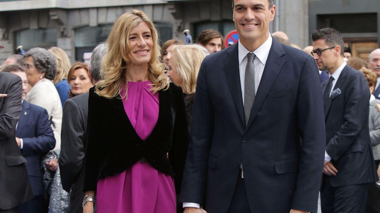 Foto: Pedro Sánchez y Begoña Fernández en los premios Princesa de Asturias (Gtres)