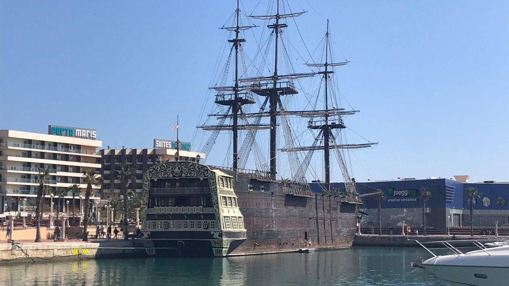 Foto: El desahucio del 'Santísima Trinidad', el 'artefacto navegable' que divide a Alicante