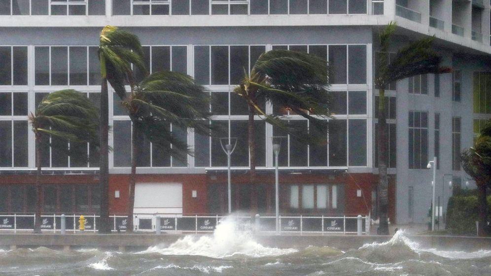 Foto: Fuerte viento y olas en Biscayne Bay, en Florida. (EFE)