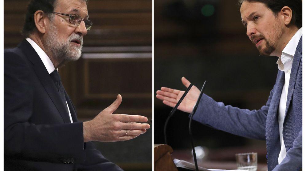 Foto: El presidente del Gobierno, Mariano Rajoy (i), y el líder de Podemos, Pablo Iglesias, durante sus respectivas intervenciones en el Congreso. (EFE)