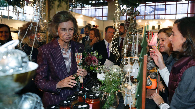 La reina Sofía visita el rastrillo benéfico de la asociación Nuevo Futuro. (EFE)