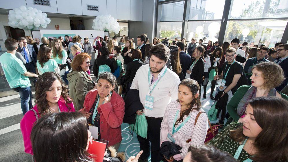 Foto: Algunos de los jóvenes que han participado en el Adecco Experience Workday en la sede de la multinacional en Madrid. (Prensa Adecco)