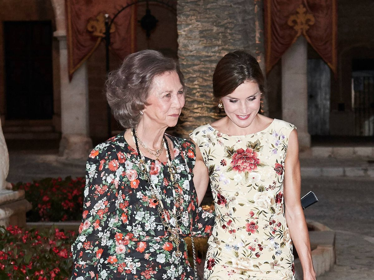 Foto: La reina Letizia y la reina Sofía, en Mallorca en 2017. (Limited Pictures)