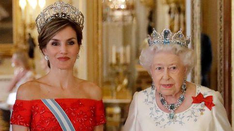 Isabel II y Letizia: sus vacaciones interruptus (a causa de la situación política)