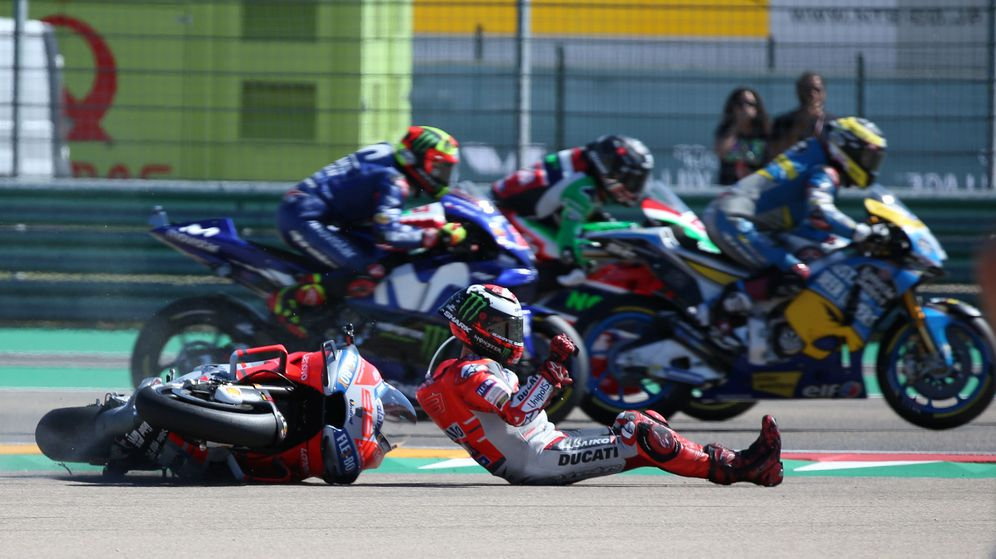 Foto: Jorge Lorenzo se cayó en la primera curva de Motorland Aragón. (Reuters)