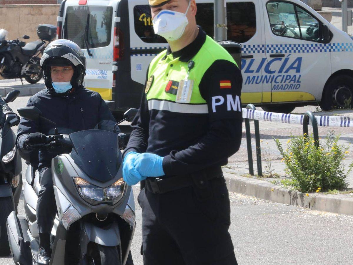 Foto: El alcalde de Madrid, a su llegada al Palacio de Hielo.