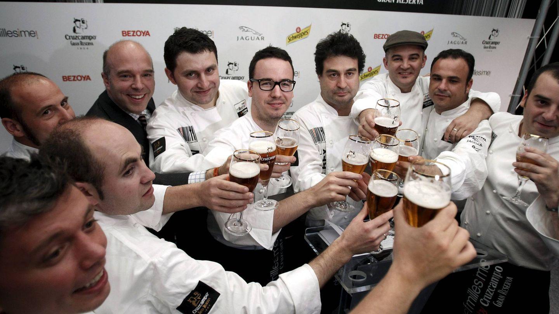 Pepe, con compañeros de profesión en una imagen de 2011. (EFE)
