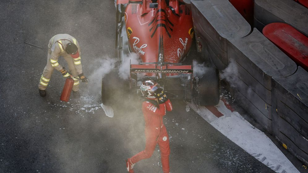 Foto: El primer gran error de Leclerc en Ferrari. (EFE)