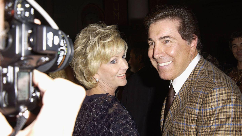 Steve y Elayne Wynn, en 2003. (Getty)