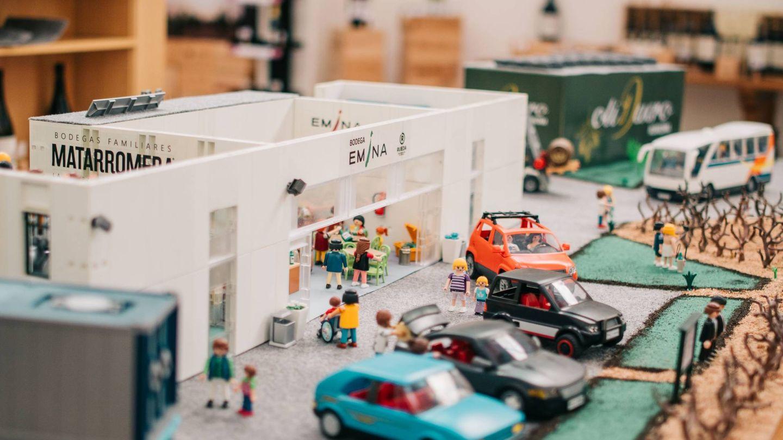 Los Playmobil también vendimian. (Cortesía Bodega Emina Rueda)