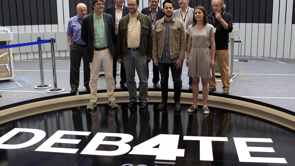 Foto: Los asesores de los líderes políticos visitan el lugar del debate. (EFE)