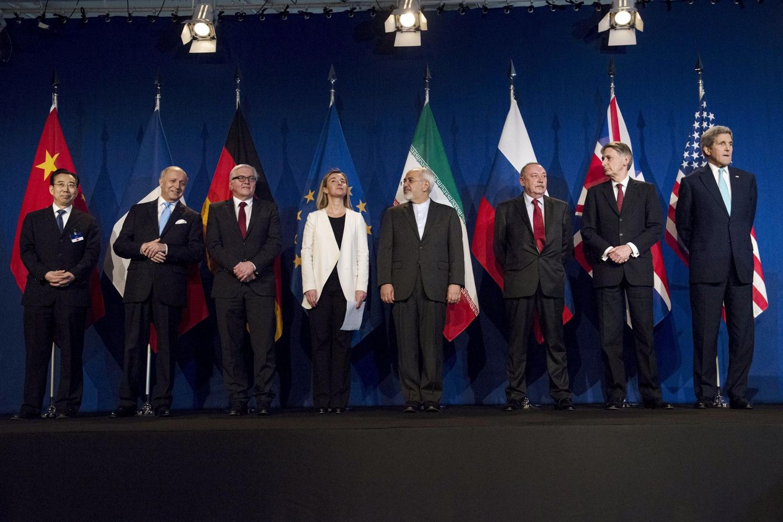 Foto: Los representantes del grupo P5+1 junto al ministro de Exteriores de Irán, Mohammad Javad Zarif, en Lausana el 22 de abril (Reuters).