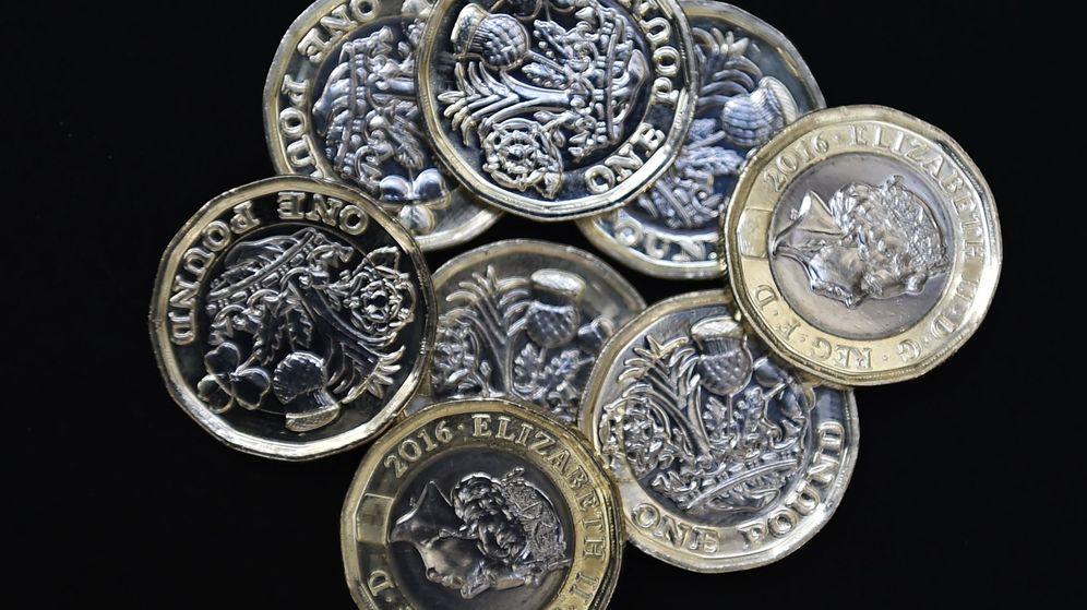 Foto: Vista de varias monedas de 12 lados en su circunferencia en Londres, Reino Unido. (EFE)