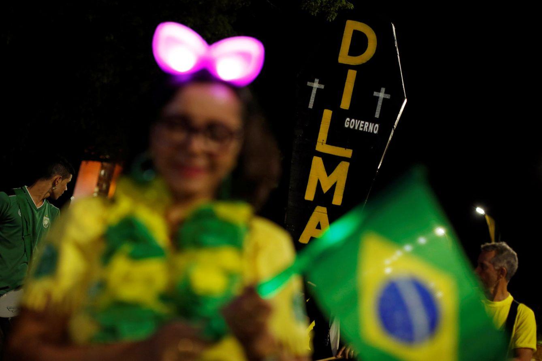 Foto: Manifestantes a favor del 'impeachment' contra Rousseff protestan ante el Congreso Nacional, en Brasilia, el 30 de agosto de 2016. (Reuters)