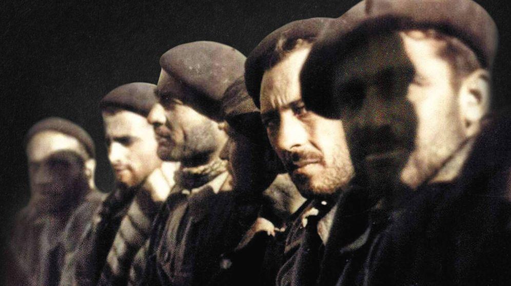 Foto: Detalle de portada de 'Línea de fuego', de Arturo Pérez-Reverte.