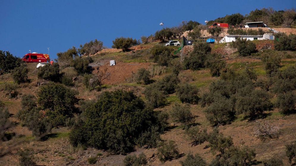 Foto: Dispositivo en Totalán (Málaga) en la búsqueda de Julen. (EFE)