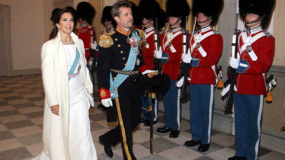 El look de reina de las nieves con el que Mary de Dinamarca empieza el año