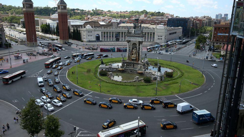 Foto: Protesta de taxistas en la Plaza de España de Barcelona contra Uber y Cabify. (Reuters)