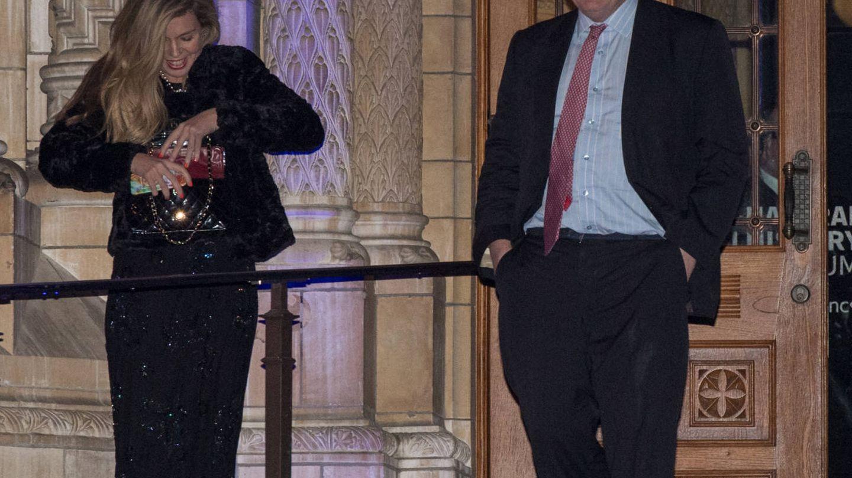 Una de las pocas imágenes de Boris Johnson y Carrie Symonds juntos. (Getty)