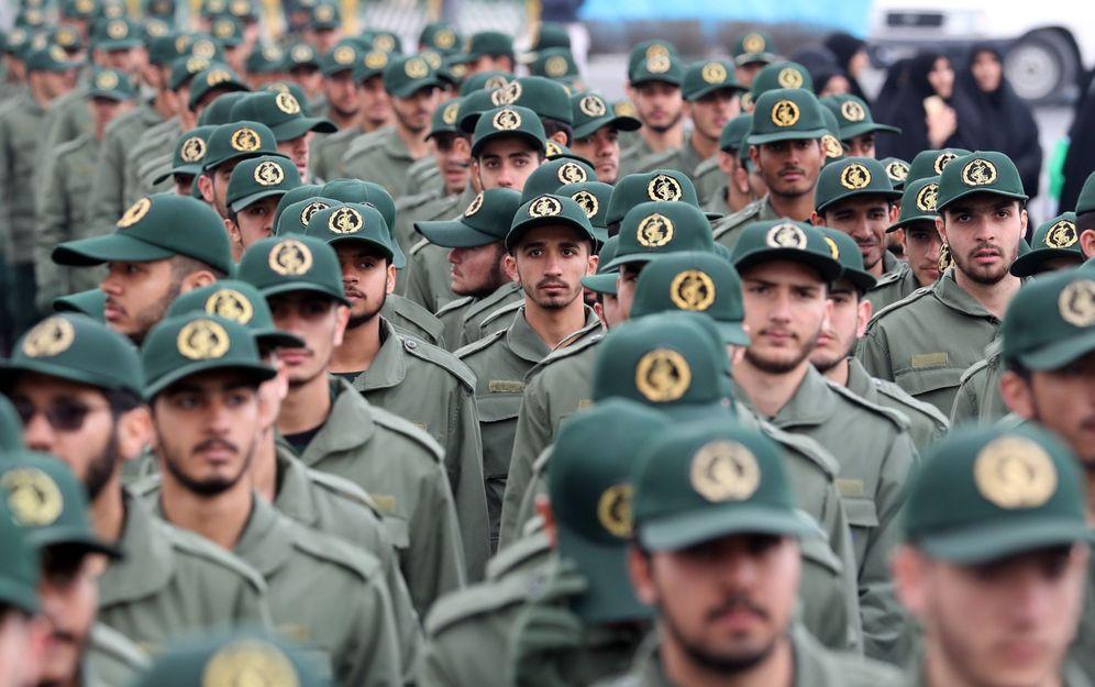 Foto: Fotografía de archivo que muestra a decenas de efectivos de la Guardia Revolucionaria iraní durante una ceremonia en Teherán. (EFE)