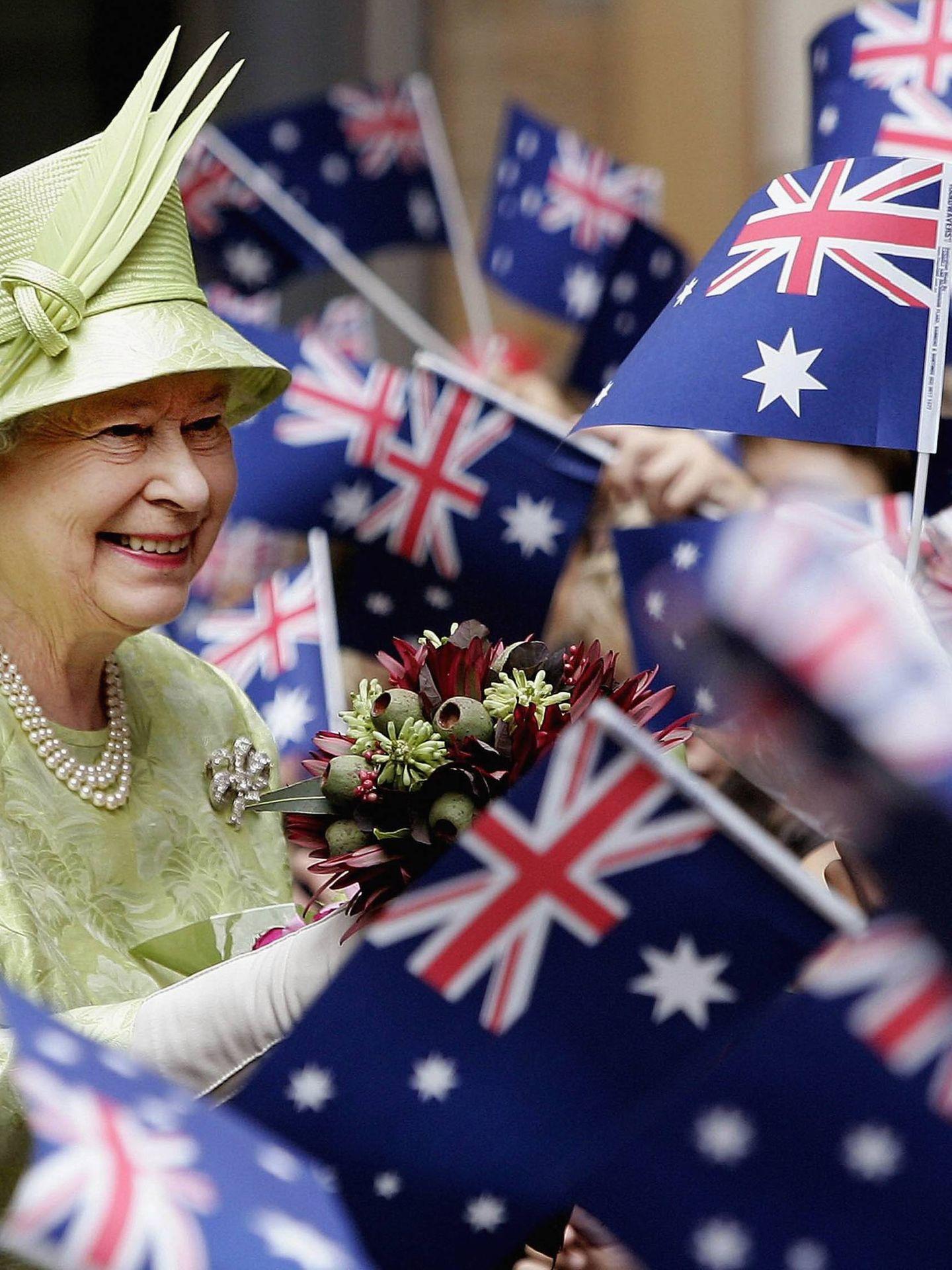 Isabel II visitando Australia en 2006. (Getty)