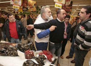 Calma en el supermercado: las estanterías siguen llenas y se desaconseja el acopio de alimentos