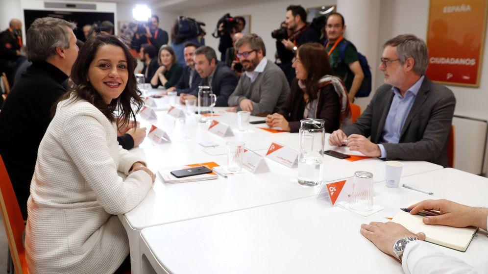 Foto: Inés Arrimadas, durante la reunión de la gestora con la dirección del grupo parlamentario. (EFE)