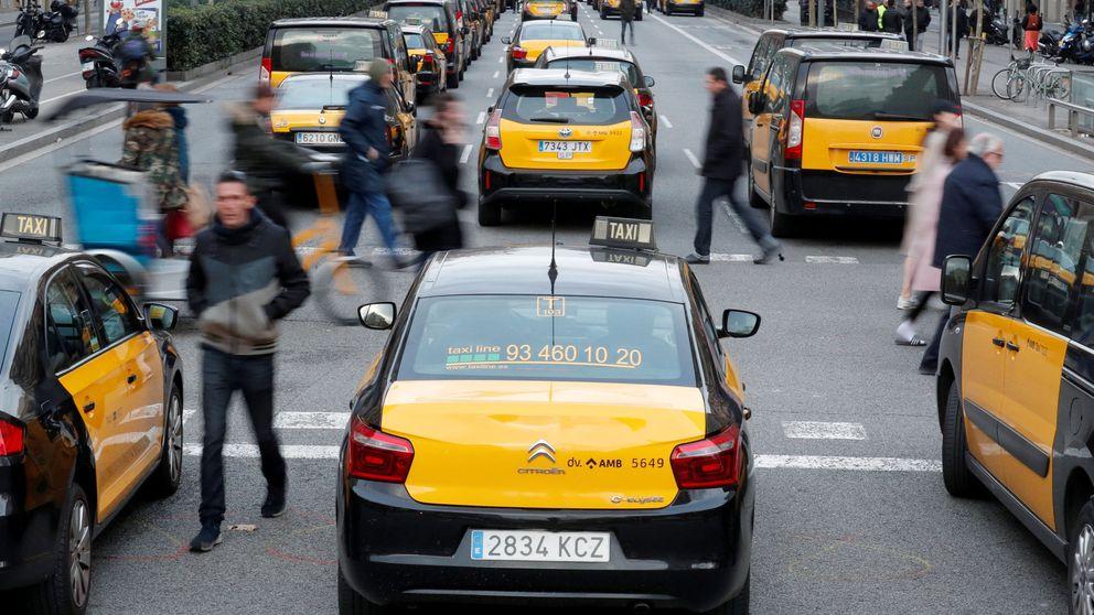Los taxistas de Barcelona deciden en asamblea mantener el paro y el bloqueo de la Gran Vía