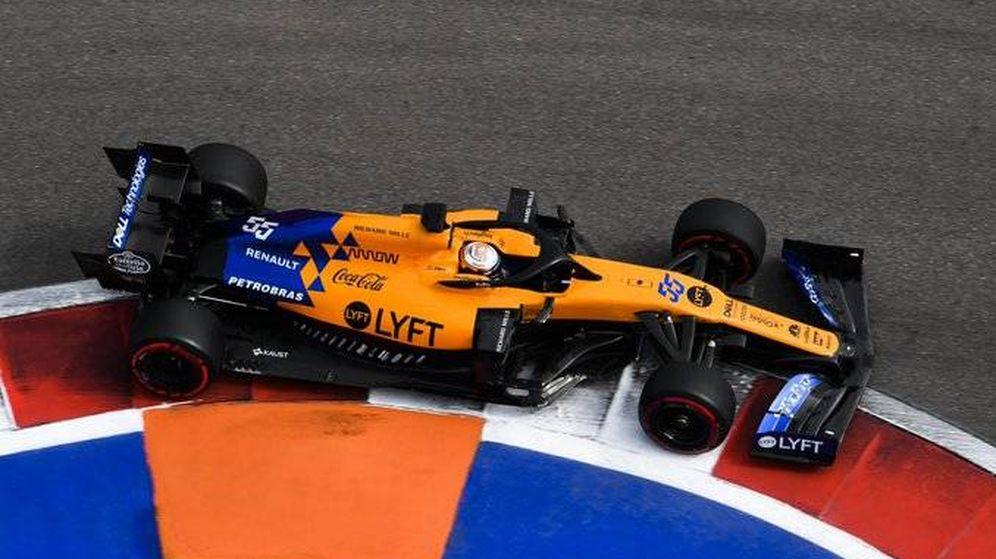Foto: Carlos Sainz durante los entrenamientos del Gran Premio de Rusia. (McLaren)