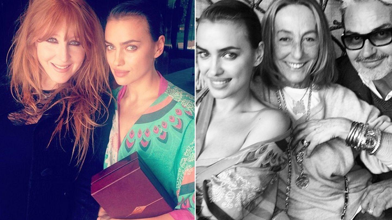 A la izquierda, Irina Shayk con la maquilladora Charlotte Tillbury. A la derecha, con Carlyne Cerf de Dudzeele y Oribe Canales (Instagram)