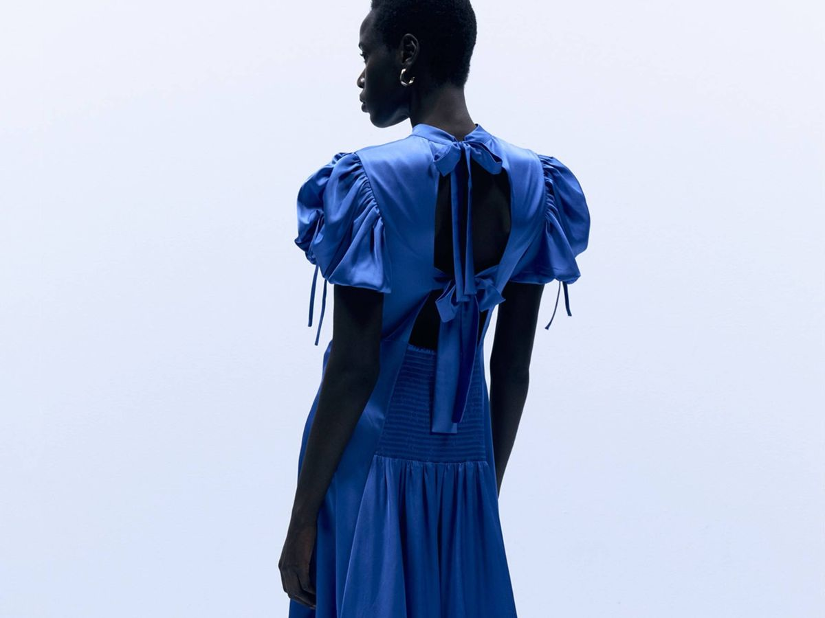 Foto: El vestido satinado de Sfera. (Cortesía)