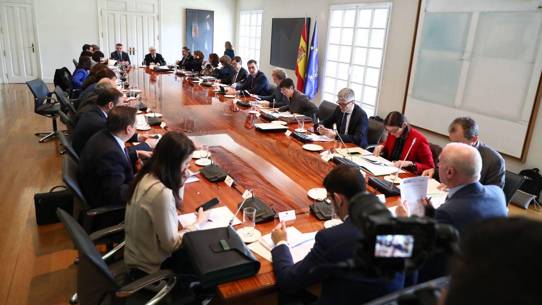 Reunión de la comisión interministerial de seguimiento del coronavirus, presidida por Pedro Sánchez, este 10 de marzo en la Moncloa. (Fernando Calvo   Moncloa)