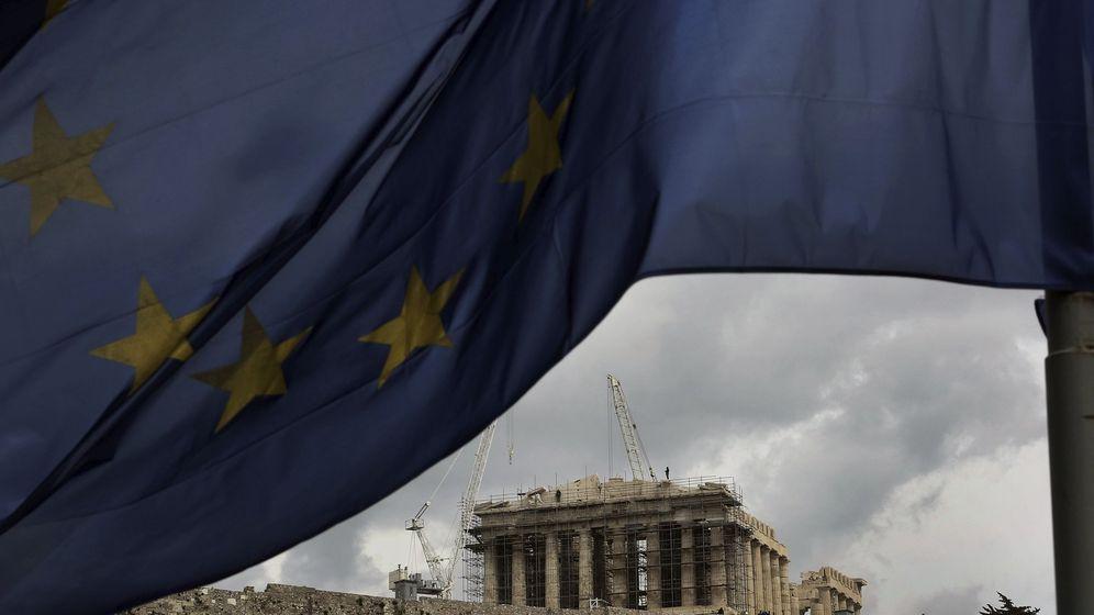 Foto: Una bandera de la Unión Europea ondea frente al Partenón en el Acrópolis de Atenas, Grecia. (EFE)