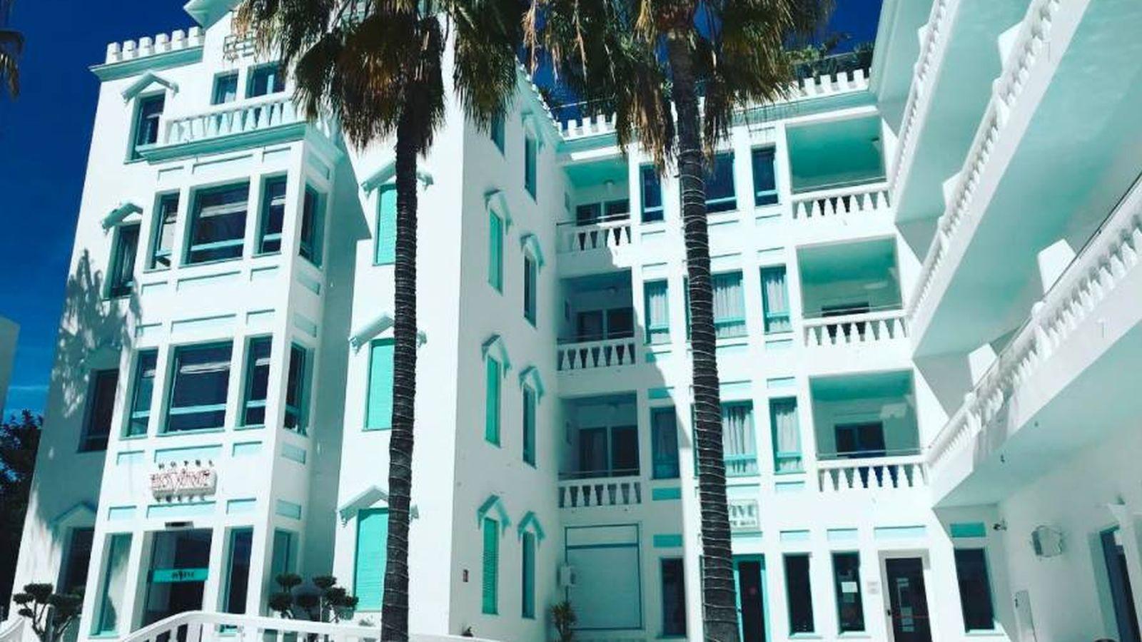 Foto: Fachada principal del hotel Es Vivé, Ibiza. (IG)