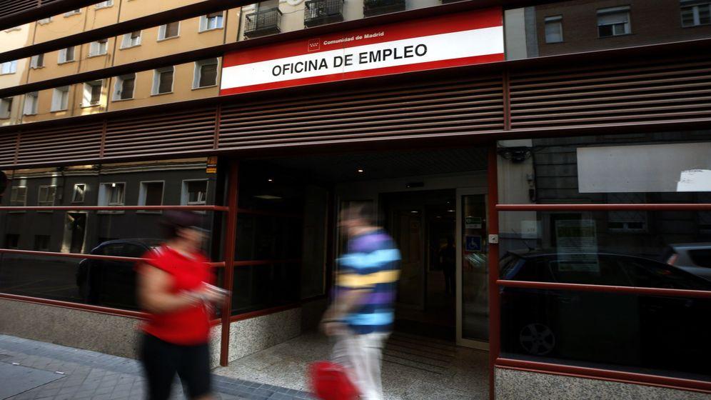 Foto: Fotografía de una oficina de empleo en Madrid (Efe).