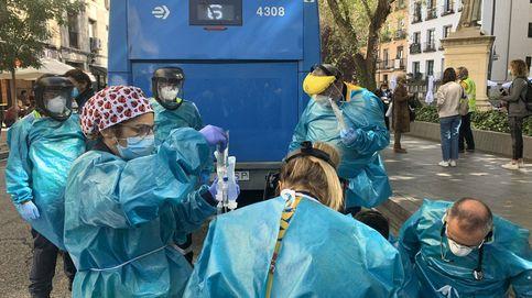 Un autobús de la EMT atropella de gravedad a una mujer en plena plaza de Tirso de Molina (Madrid)