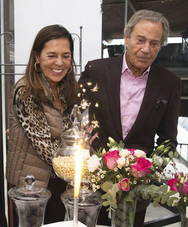 Foto:  Arturo Fernández, con Carmen Quesada. (Cordon Press)