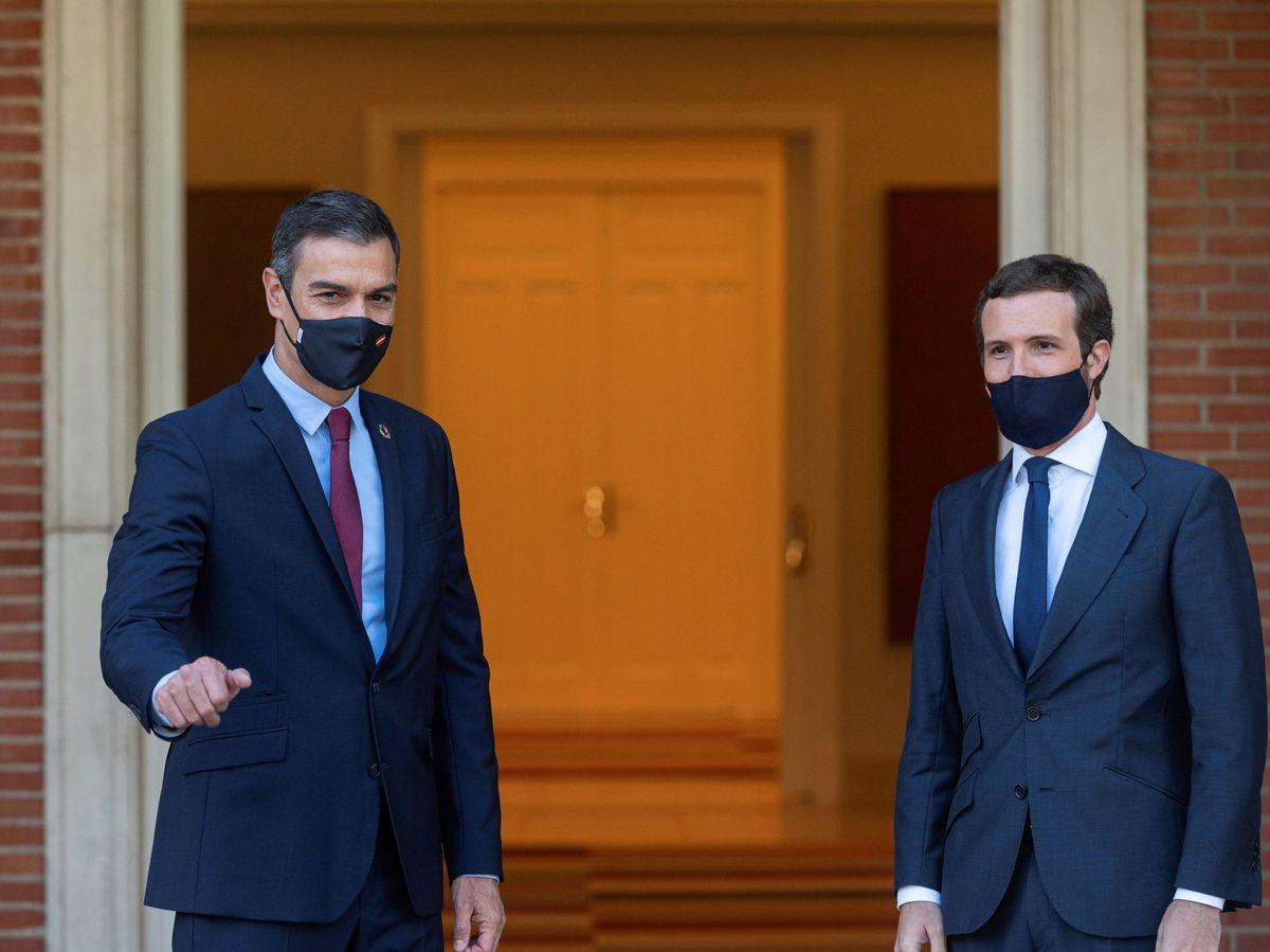 Foto: El presidente del Gobierno, Pedro Sánchez, y el líder del PP, Pablo Casado. (EFE)