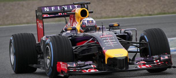 Foto: Daniel Ricciardo rodando con su RB10 por Jerez.