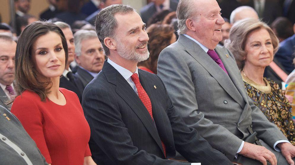 Foto: Los Reyes, junto a los eméritos. (Limited Pictures)