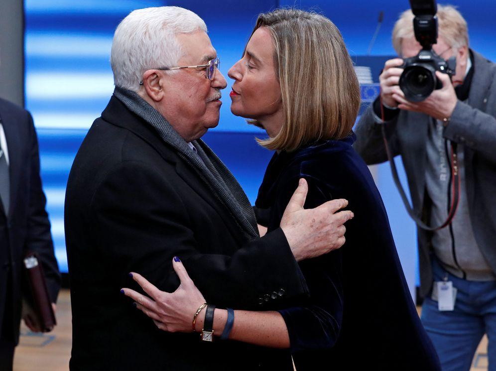 Foto: Federica Mogherini recibe al presidente palestino Mahmoud Abbas en Bruselas. (Reuters)