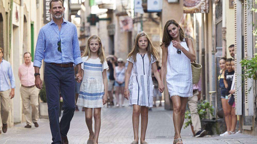 Foto:  Los reyes, con sus hijas, en Mallorca. (Getty)